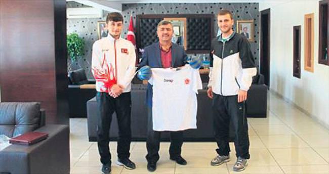 Başkan Akdoğan şampiyonu ağırladı