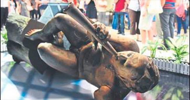 Tahrip edilen heykel onarıldı