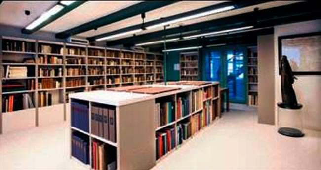 Dan Brown'dan kütüphaneye bağış