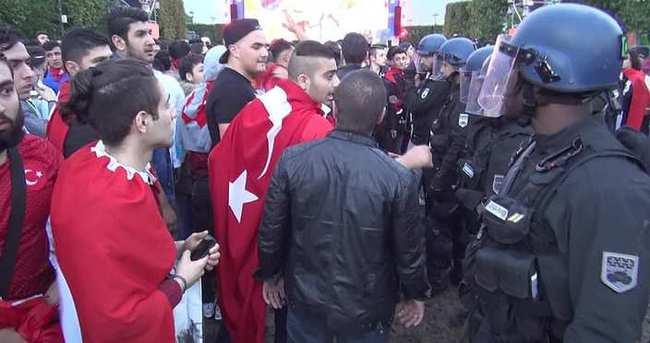 İngiliz holiganlar Türklere saldırdı!