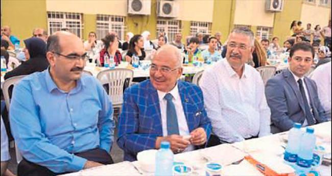 Mezitli'deki ramazan sofrası büyük ilgi gördü
