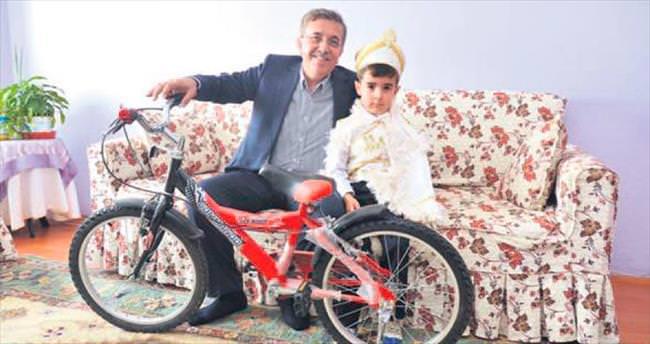 Sünnet olana bisiklet hediye