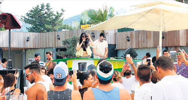 'Beach açan ilk şarkıcı benim, kobay oldum'