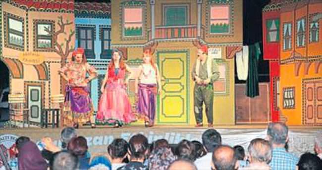 Dağbeli'de tiyatro dolu gece yaşandı