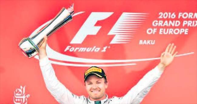 Bakü'de de kazanan Rosberg, Lewis Hamilton ile arayı açıyor