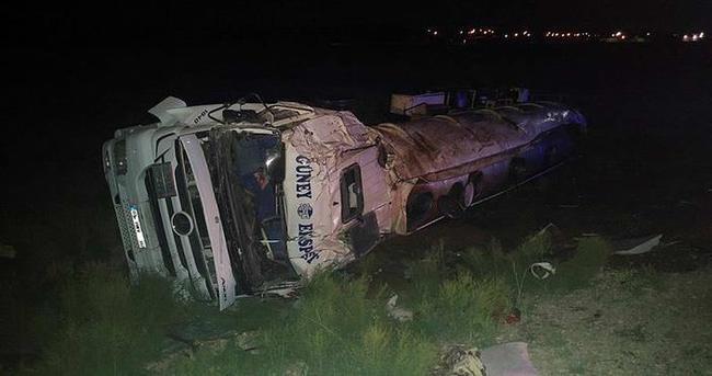 Konya'da yük tankeri devrildi: 1 ölü