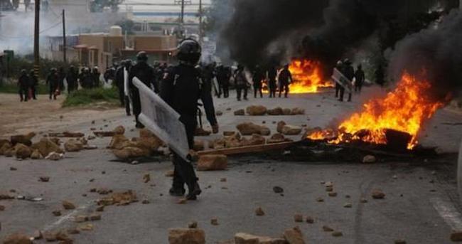 Öğretmenlerle polis çatıştı: 6 ölü