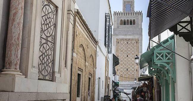 Tunus'ta olağanüstü hal 1 ay uzatıldı