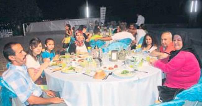 LÖSEV üyeleri iftar yemeğinde