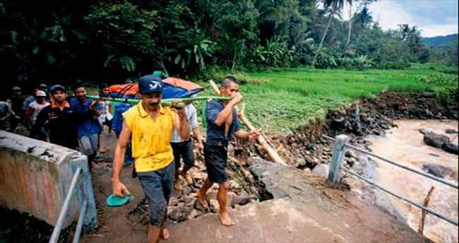 Toprak kaymasında ölü sayısı 46'ya çıktı
