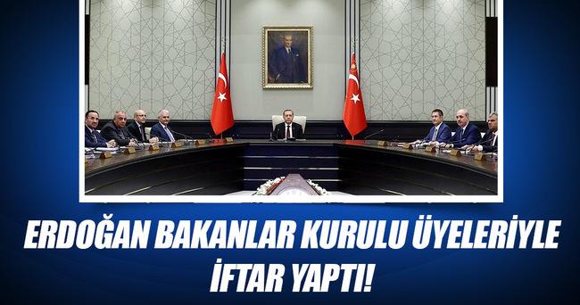 Cumhurbaşkanı Erdoğan Bakanlar Kurulu üyeleriyle iftar yaptı