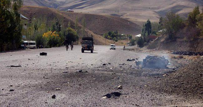 Hakkari'de kontrol devriyesi yapan zırhlı araca saldırı : 1 PKK'lı öldürüldü