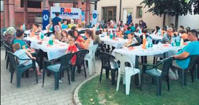 Deniz Feneri'nden 30 ülke yetimlerine iftar