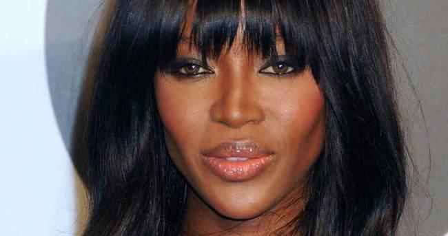 Naomi Campbell hayranlarına rezil oldu