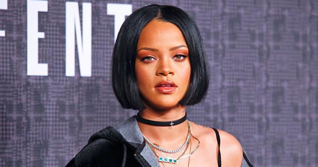 Rihanna konserinde gözyaşlarına hakim olamadı