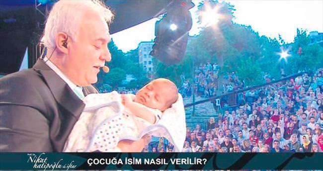 24 günlük bebeğin ismini kulağına okudu