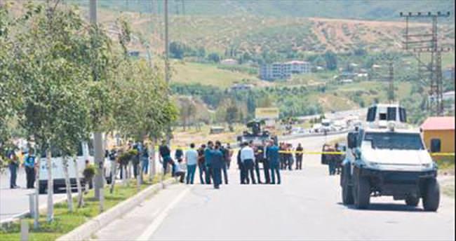 Sıkışan teröristler vatandaşı kurşunladı