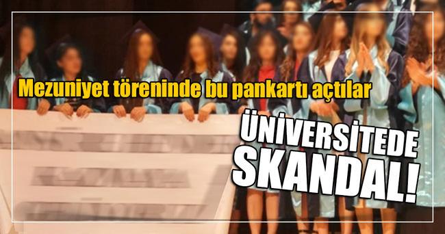 Ege Üniversitesi mezuniyetinde 'hendek' pankartı
