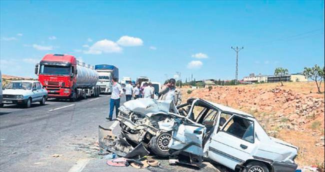 Gaziantep'te 2 araç çarpıştı kazada 9 kişi yaralandı