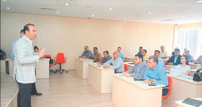 Belediye personeline yönetişim semineri