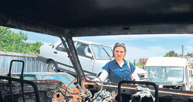 Kız arkadaşının arabasını yaktı