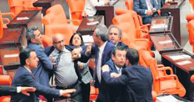 HDP'li vekiller yine Meclis'i karıştırdı