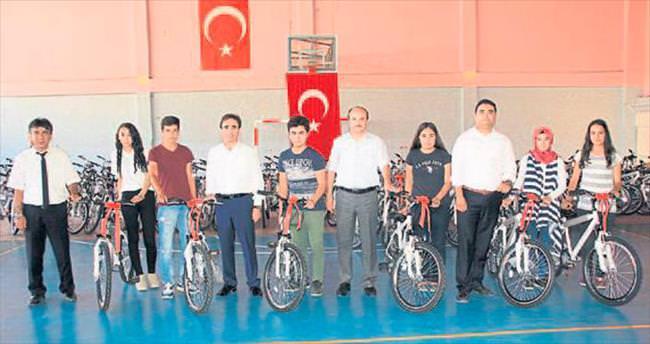 Erdemli ilçesinde öğrencilere 102 bisiklet dağıtıldı