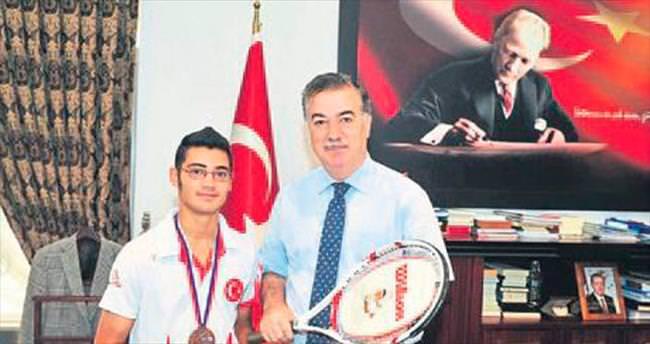 Engelli sporcu Okan Eroğlu Vali Kerem Al'ı ziyaret etti