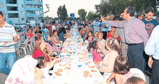 Başkan Soner Çetin Yüreğir halkıyla iftar açtı