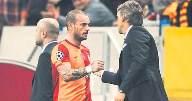 Sneijder'den Mancini'ye telefon: Beni al