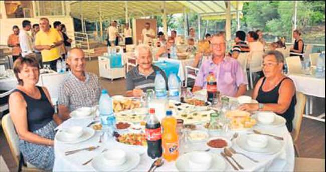 Manavgat'ta yabancılara iftar