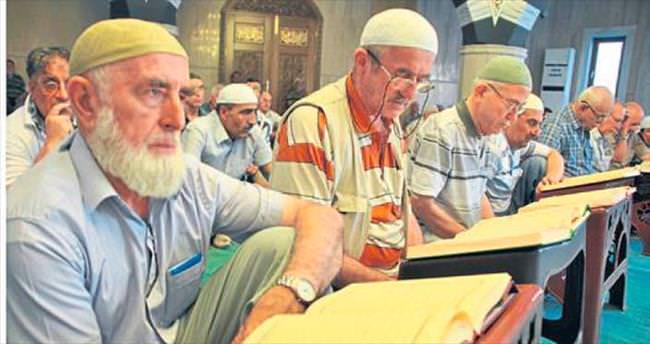 İzmir'de bin 505 camide mukabele var