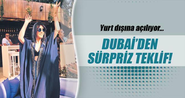 Dubai'de plaj açmak için masaya oturdu