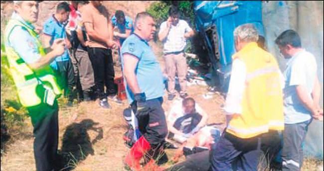 Kızılcahamam'da TIR şarampole yuvarlandı: 1 ölü