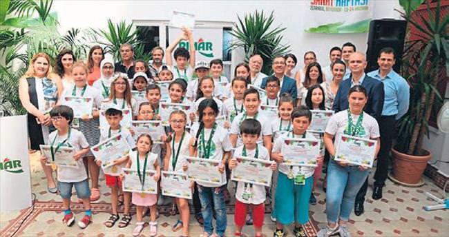 Pınar'dan 27 yetenekli çocuğa ödül