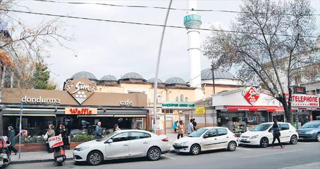 Camiye çökenler tutuklandı