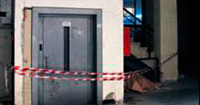 Asansöre sıkışan çocuk öldü