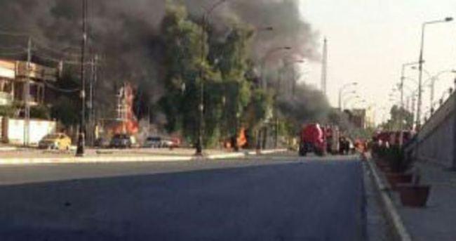 Bağdat'ta camiye intihar saldırısı: En az 12 ölü