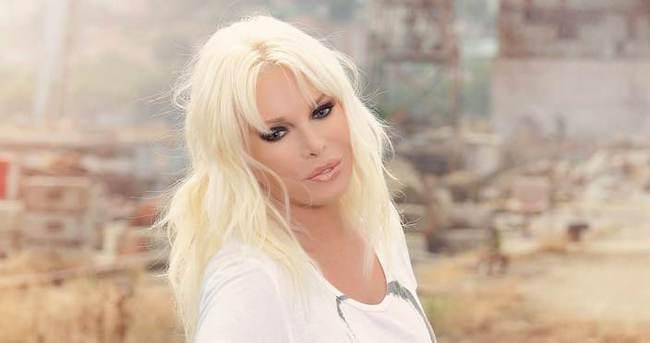 Ajda Pekkan klibi için saçlarının rengini değiştirdi