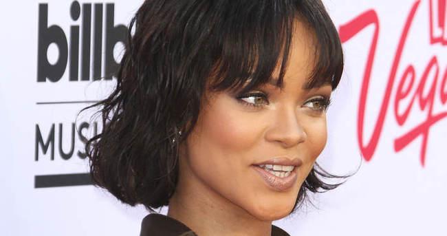 Rihanna'nın 4 bin dolarlık çizmesi