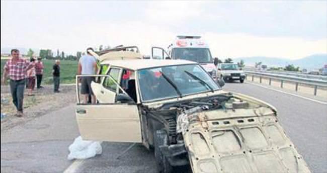 Sandıklı'da kaza: 1 ölü, 4 yaralı var