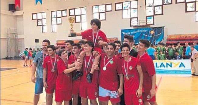 Hentbolda şampiyon İzmir