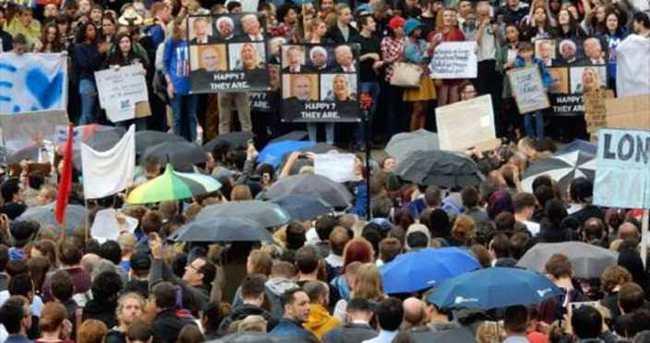Londra'da Yağmur Altında 'Brexit' Protestosu