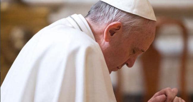 """Papa, İstanbul'daki saldırıda ölenler ve """"sevgili Türk halkı"""" için dua etti"""