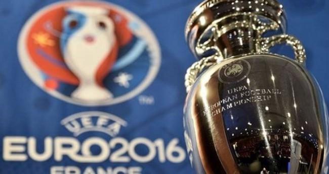 EURO 2016'da İstanbul için saygı duruşu