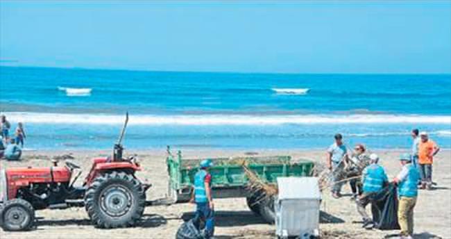 Hükümlüler, sahil temizledi