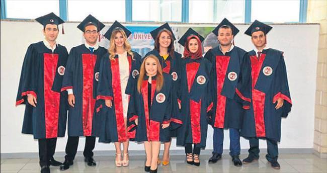Diş hekimliği mezunları yemin edip diploma aldı