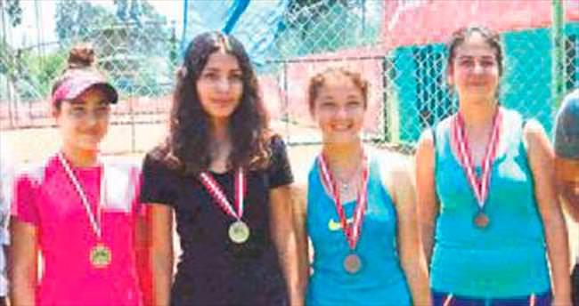 Yaz tenis müsabakasına 112 sporcu katıldı