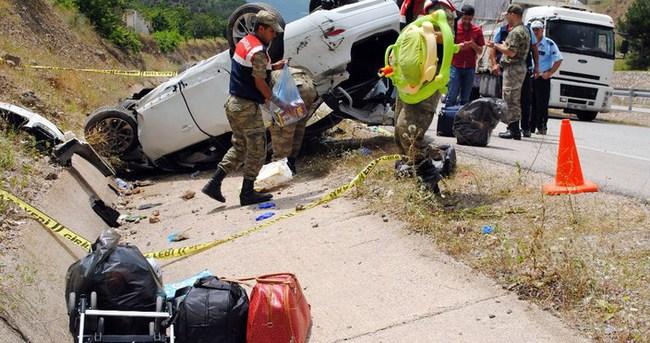 Bayram tatili yolunda kaza: 2 ölü, 3 yaralı
