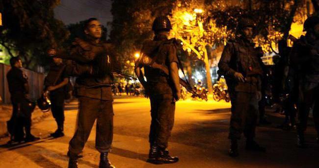 Dakka'da restoran baskını: Rehineler var